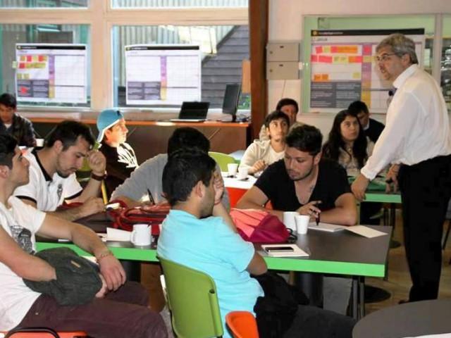 Estudiantes conocen modelo de innovación UBB
